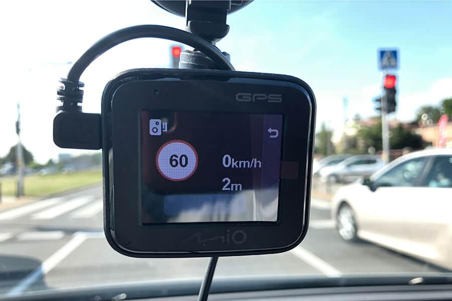 Ostrzeżenie przed fotoradarem w MiVue C570