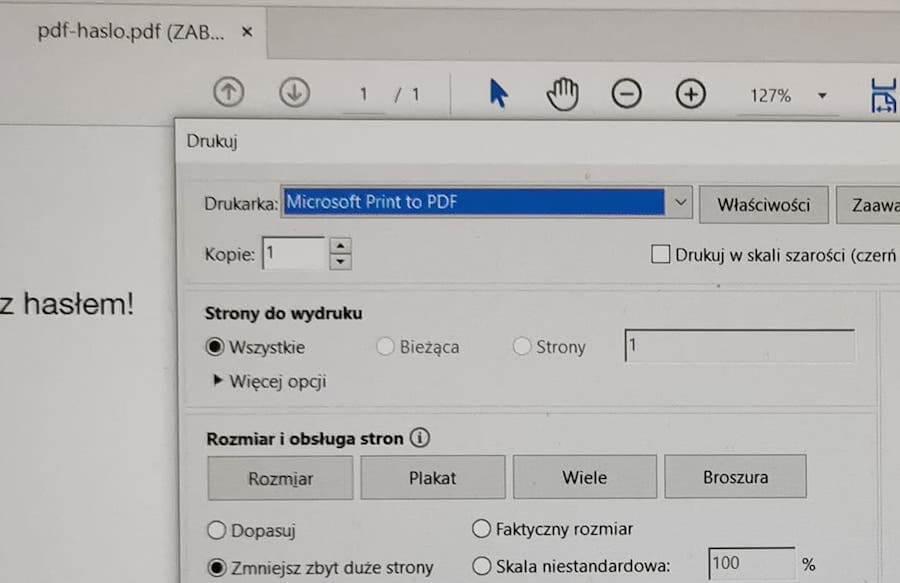 """Wybór """"drukarki"""", która pozwala na drukowanie do pliku PDF w Adobe Acrobat Reader na Windowsie."""