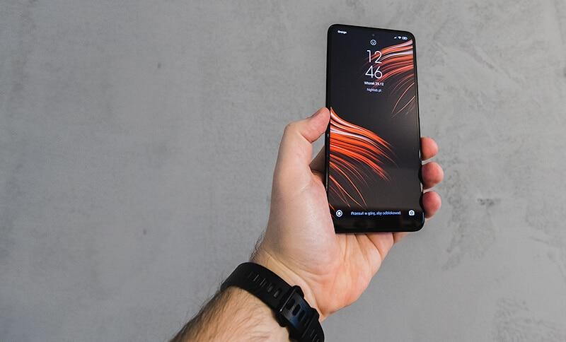 Poco X3 NFC w dłoni