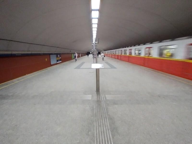 Nokia 5.4 - zdjęcie szeroki kąt metro