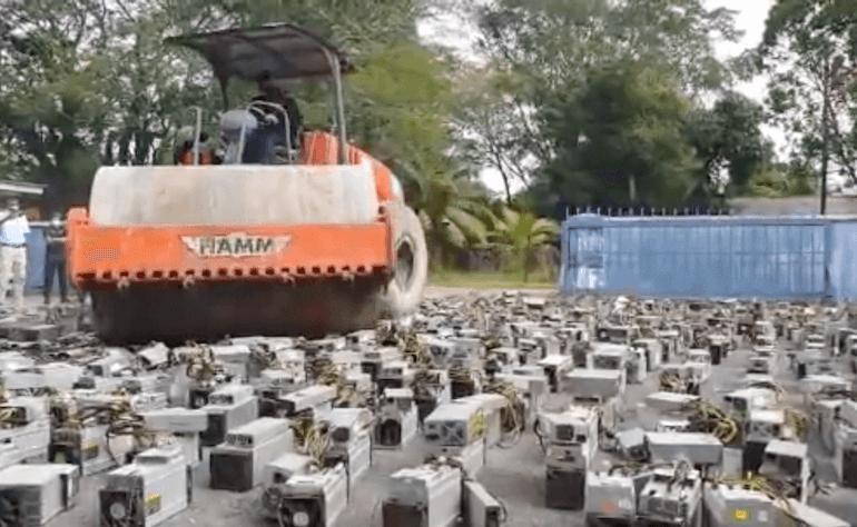 Walec w Malezji rozjeżdża koparki kryptowalut