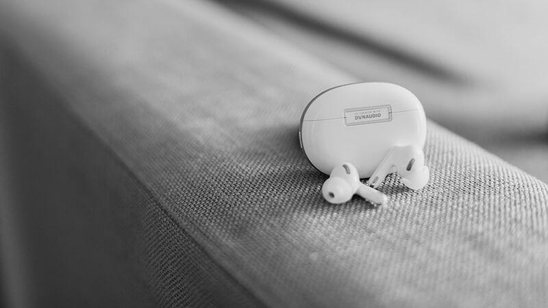 Oppo Enco X - słuchawki oraz etui